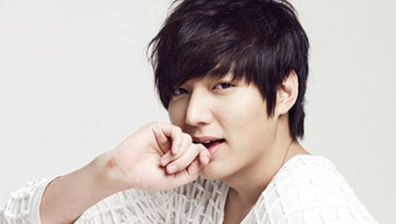 https: img.okeinfo.net content 2015 09 19 205 1217073 musisi-korea-yang-didapuk-jadi-ambassador-u9SQ5Ec1iY.jpg