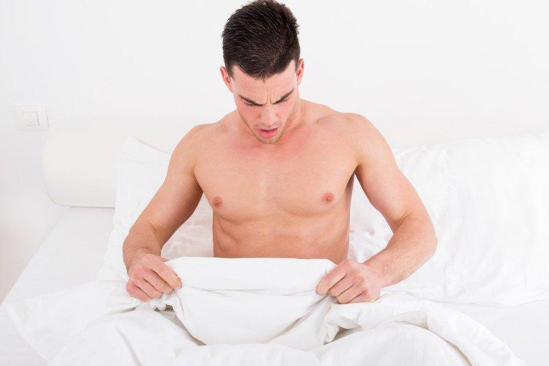 Selain itu, sebuah studi pada 1993 membandingkan tinggi, panjang kaki dan panjang penis kepada 63 pria di Kanada.