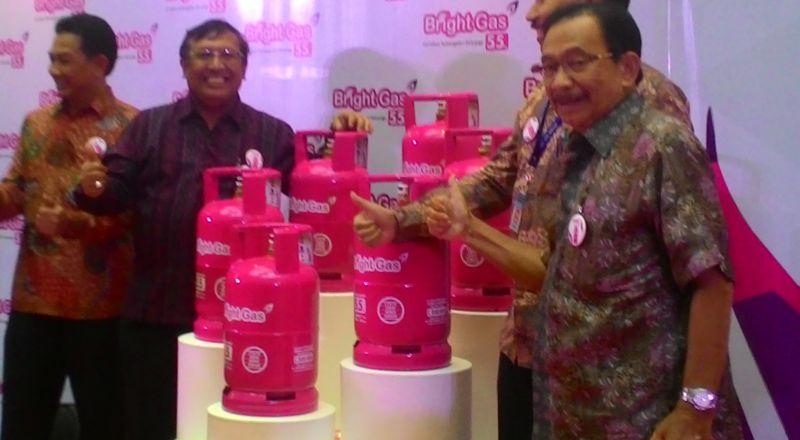 https: img.okeinfo.net content 2015 10 23 19 1236985 alasan-pertamina-beri-warna-pink-untuk-bright-gas-5-5-kg-hrsLifhIT9.jpg