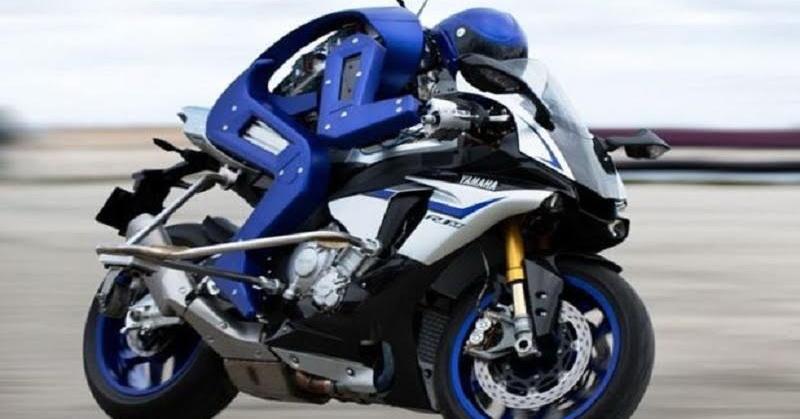 https: img.okeinfo.net content 2015 11 02 56 1242124 motobot-robot-yang-bisa-geber-motor-balap-1HAfNgS2Kc.jpg