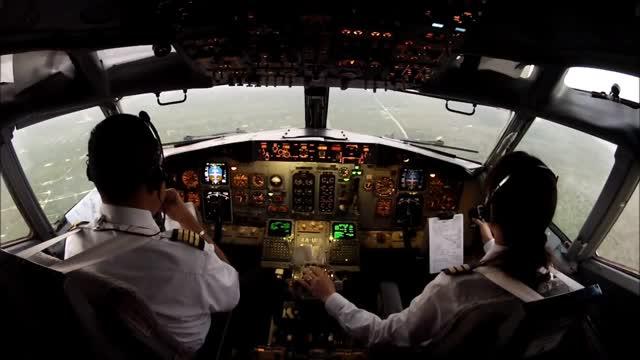 https: img.okeinfo.net content 2015 11 16 338 1250535 aih-pilot-tawarkan-pramugari-janda-ke-penumpang-rhptxRIQEd.jpg