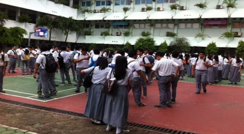https: img.okeinfo.net content 2015 12 23 65 1273279 angka-putus-sekolah-indonesia-nomor-dua-di-dunia-xOLxtkZ46W.jpg