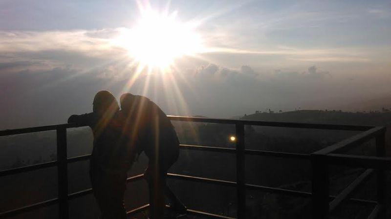 https: img.okeinfo.net content 2016 01 08 406 1283482 lihat-sunset-terindah-datangi-saja-bandung-9enfCRGSxe.jpg