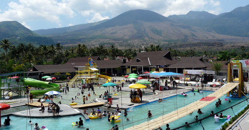 https: img.okeinfo.net content 2016 05 05 406 1381285 wisatawan-padati-wisata-air-panas-cipanas-garut-5IACgDv8ie.jpg