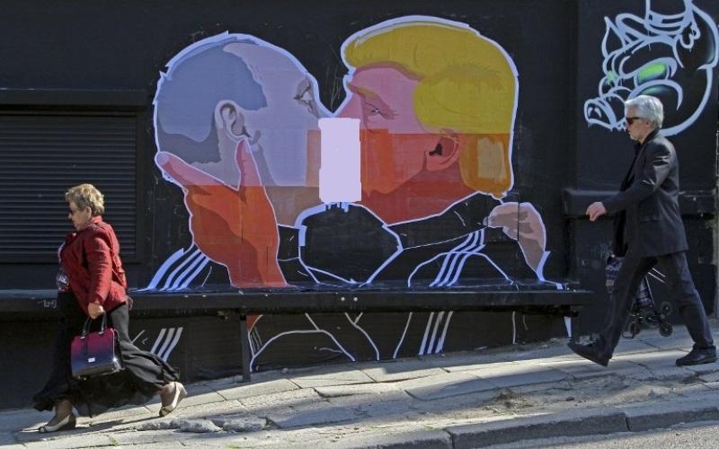 https: img.okeinfo.net content 2016 05 14 18 1388230 grafiti-trump-dan-putin-ciuman-hebohkan-jagat-maya-y9lmLqUwGS.jpg