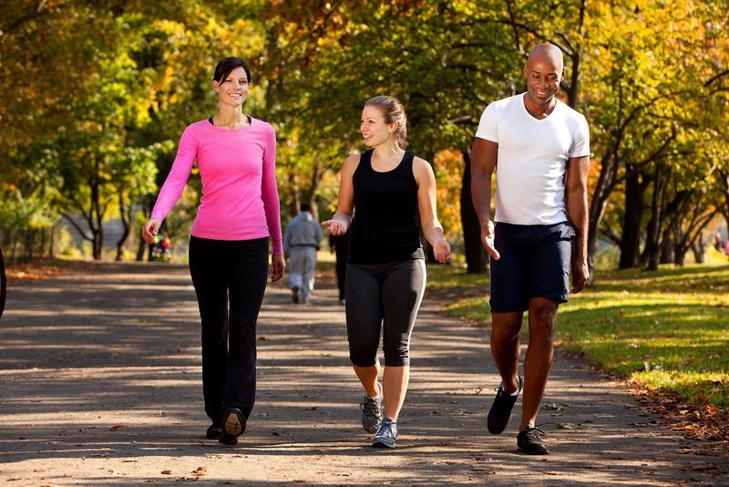 https: img.okeinfo.net content 2016 05 18 481 1391304 rutin-berjalan-kaki-cegah-osteoporosis-TkSQ2A3Wii.jpg