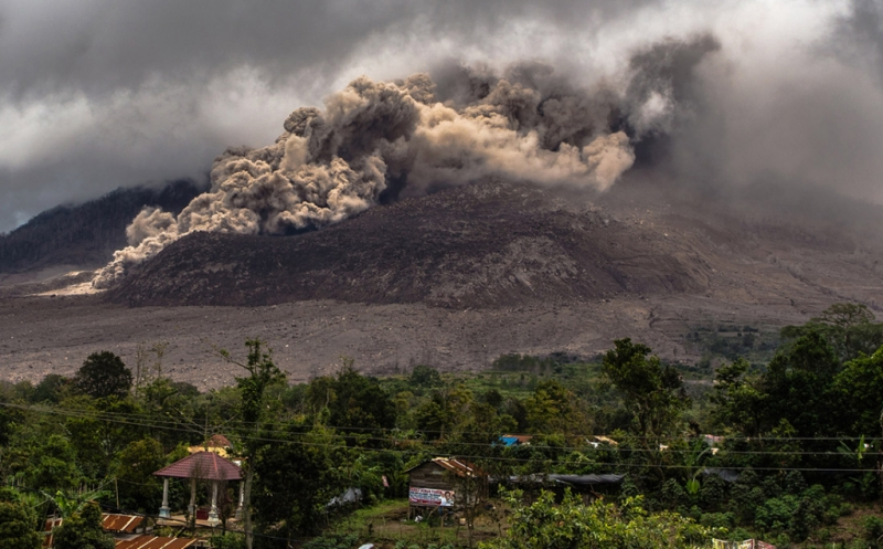 https: img.okeinfo.net content 2016 05 21 340 1394548 bpbd-sumut-pastikan-tiga-orang-meninggal-akibat-letusan-gunung-sinabung-056PUTwmzT.jpg