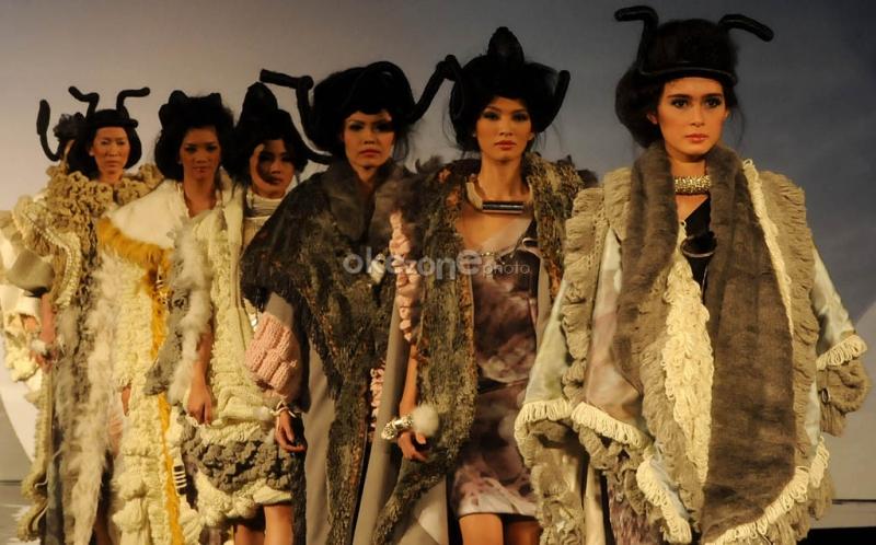 https: img.okeinfo.net content 2016 05 25 194 1397374 indonesian-weekend-lirik-model-model-cantik-di-london-bXYKR7m3Gg.jpg