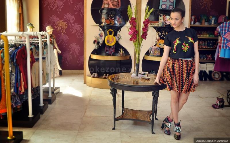 https: img.okeinfo.net content 2016 05 26 194 1397870 indonesian-weekend-london-karya-desainer-nusantara-siap-hipnotis-ribuan-turis-KsZFFjo9be.jpg