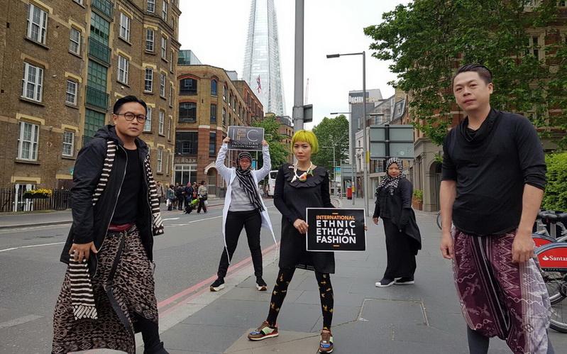https: img.okeinfo.net content 2016 05 29 194 1400706 penampilan-terbaik-desainer-ifc-di-indonesian-weekend-london-P5nCC4yqeE.jpg