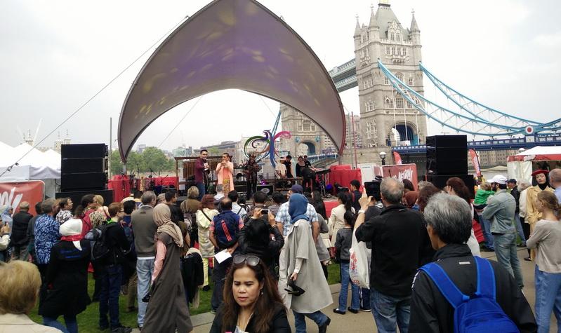 https: img.okeinfo.net content 2016 05 29 406 1400683 wow-indonesian-weekend-london-lampaui-target-30-ribu-lebih-pengunjung-IHJdOchpad.jpg