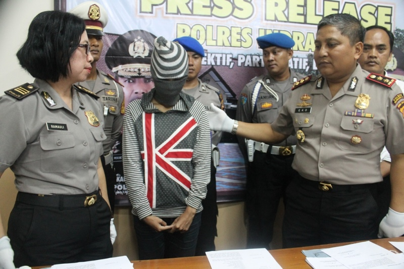 https: img.okeinfo.net content 2016 06 02 525 1404120 janda-muda-di-indramayu-ditangkap-saat-transaksi-narkoba-xTZH9095CQ.jpg