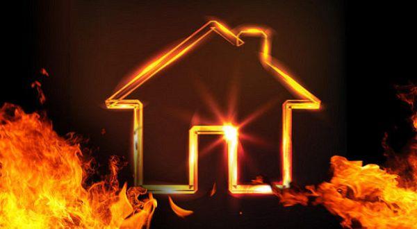 https: img.okeinfo.net content 2016 07 31 525 1451350 rumah-warga-kuningan-terbakar-mumah-ikut-terluka-lmR2oJO5C0.jpg
