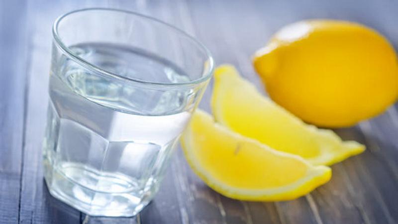 https: img.okeinfo.net content 2016 08 04 481 1454876 campuran-air-lemon-dan-minyak-zaitun-bantu-mengobati-alergi-BNSOCZnhcF.jpg