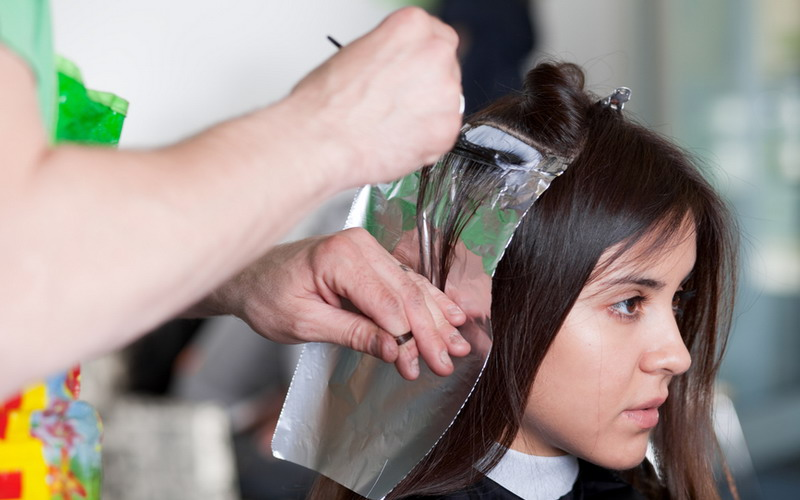 https: img.okeinfo.net content 2016 08 10 83 1459637 tips perawatan rambut yang sering diwarnai OPUBhAPIcw.jpg
