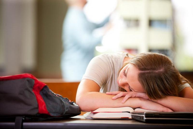 https: img.okeinfo.net content 2016 08 29 481 1475595 tidur-siang-di-kelas-bisa-membuat-siswa-lebih-cerdas-ehRujGfKog.jpg