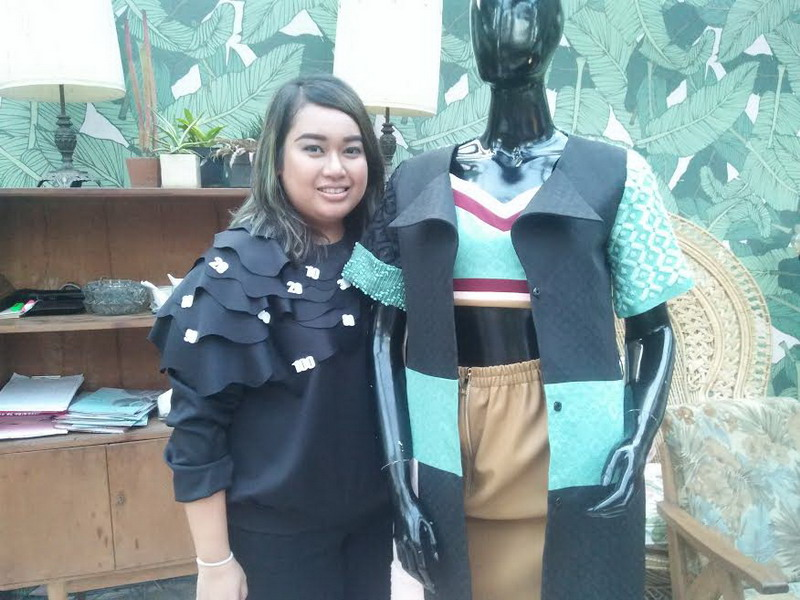 https: img.okeinfo.net content 2016 09 23 194 1497167 tips-busana-batik-untuk-wanita-bertubuh-besar-a3rghl96kp.jpg