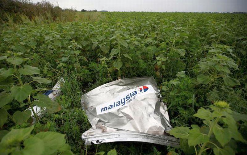 malaysia airlines mh17 ditembak jatuh pemberontak pro rusias img okeinfo net content 2016 09 28 18 1501134 malaysian airlines puing malaysia airlines mh17 yang ditembak jatuh