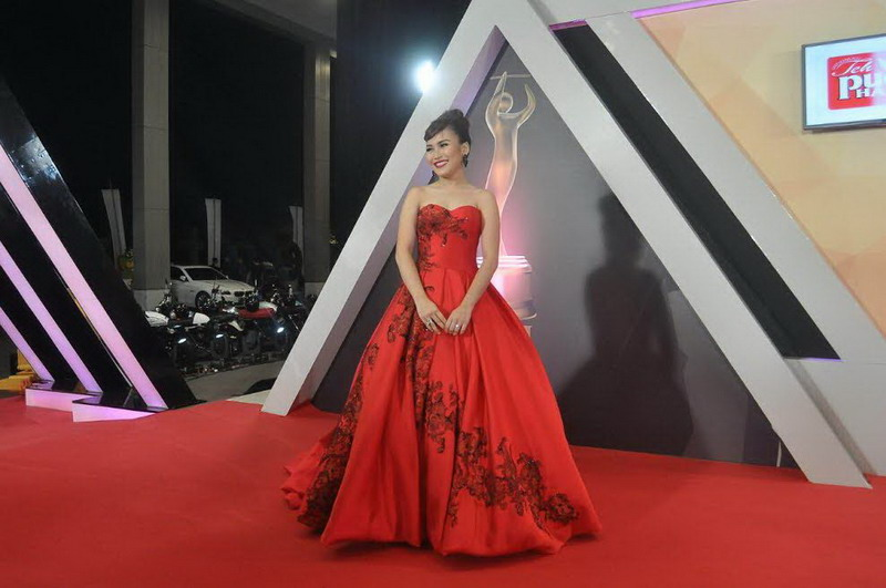 https: img.okeinfo.net content 2016 09 29 194 1501420 ami-awards-2016-ayu-ting-ting-si-lady-in-red-s9Je9mJcau.jpg