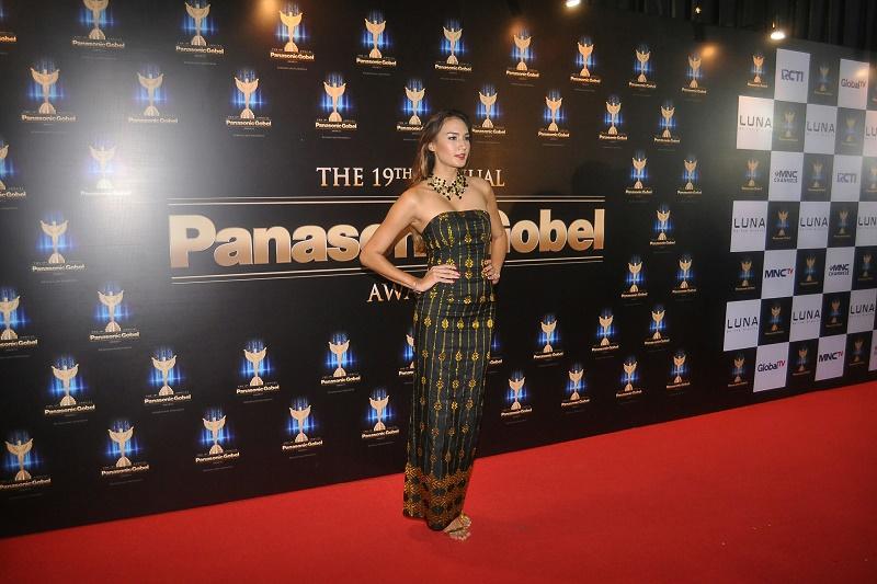 https img.okeinfo.net content 2016 10 15 597 1515811 5 artis dengan busana batik terbaik di red carpet panasonic awards xiidnD9Yl3.jpg