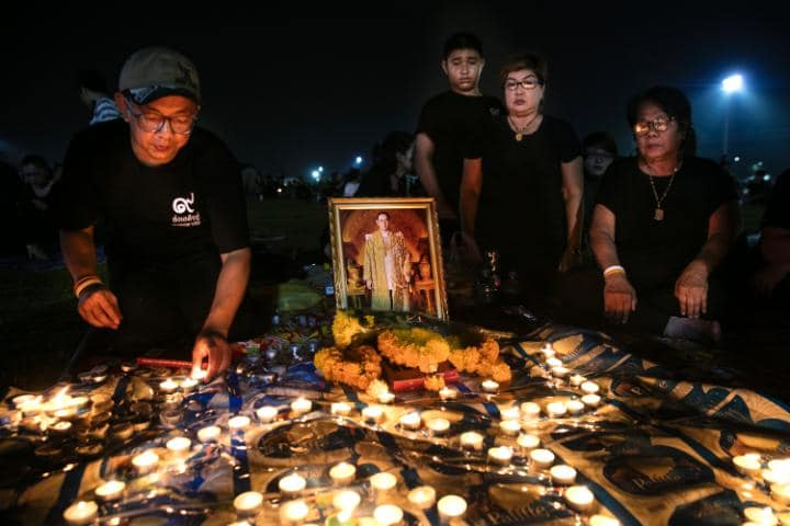 https: img.okeinfo.net content 2016 10 18 406 1518071 hormati-wafatnya-raja-bhumibol-adulyadej-ini-kegiatan-wisata-yang-dibatalkan-6O1vRNIpug.jpg