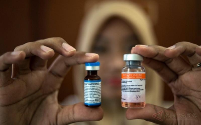 https: img.okeinfo.net content 2016 10 20 481 1519857 2-tahun-jokowi-jk-peredaran-vaksin-palsu-teror-kesehatan-balita-indonesia-BwGTAzcx9Q.jpg