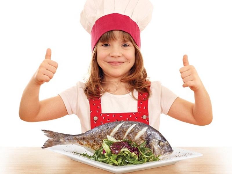 https: img.okeinfo.net content 2016 11 03 481 1531917 makan-ikan-kurangi-risiko-alergi-pada-anak-lho-SIIn1uYDN7.jpg