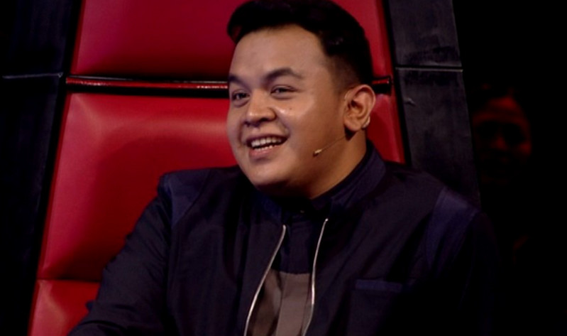https: img.okeinfo.net content 2016 11 25 598 1551748 the-voice-kids-indonesia-penampilan-shyakiraf-pukau-coach-tulus-qSF3TlTPrK.jpg