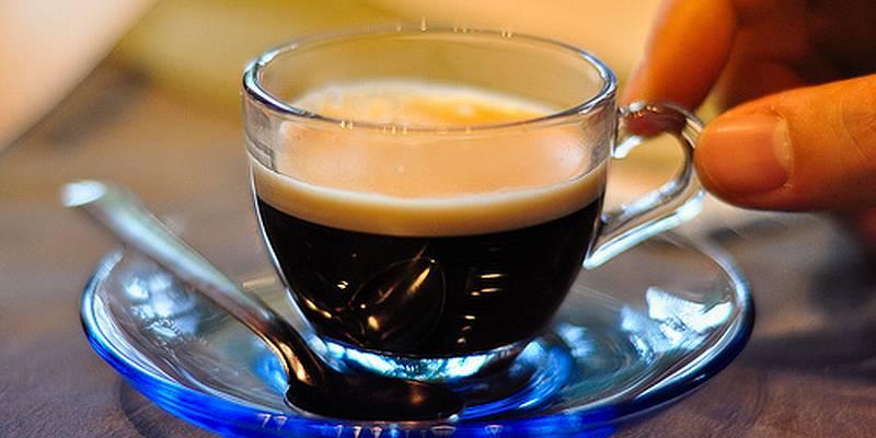 https img.okeinfo.net content 2016 12 01 298 1556225 4 cara benar minum espresso seperti penduduk asli italia AsATigi6Tj.jpg