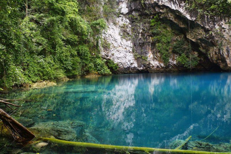 https: img.okeinfo.net content 2016 12 02 406 1557261 indahnya-pesona-danau-biru-di-sulawesi-selatan-BTWyE3d0Fn.JPG