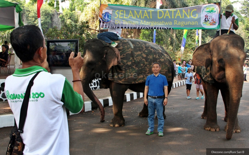Jika pasangan Anda pecinta binatang, kebun binatang merupakan salah satu tempat wisata yang tepat.