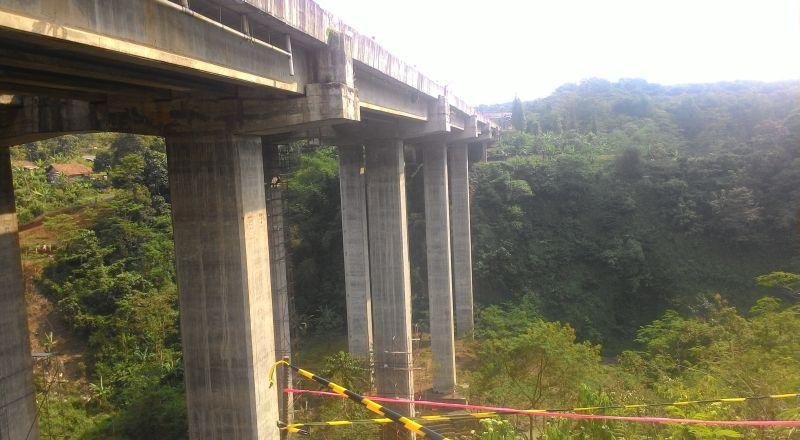 https img okeinfo net content 2017 01 12 320 1589905 bergeser 55 cm pergeseran wajar jembatan cisomang hingga 70 cm 5YkCSuQkwx jpg