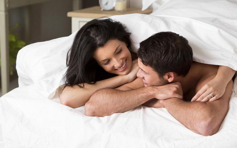 kamu juga menahan satu sama lain agar tidak terjatuh saat berciuman, dan bergumul dengan pasanganmu.