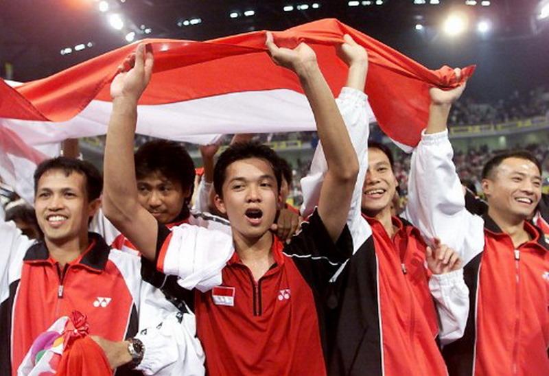 https: img.okeinfo.net content 2017 02 15 40 1619201 taufik-hidayat-tampil-jadi-pahlawan-bagi-indonesia-rebut-piala-thomas-ke-12-AyDFGv3mEq.jpg