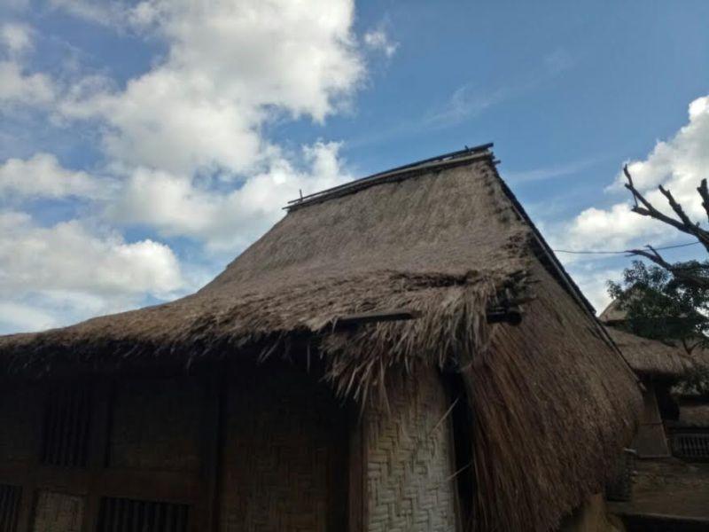 https: img.okeinfo.net content 2017 02 16 406 1619832 cerita-seru-mengulik-rumah-suku-sasak-di-desa-sade-lombok-gndgou54Hs.jpg