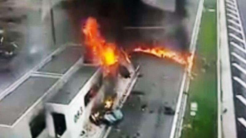 https: img.okeinfo.net content 2017 03 01 18 1630824 video-kecelakaan-mobil-mewah-milik-putra-miliuner-yunani-fW7nhm8Hq7.jpg