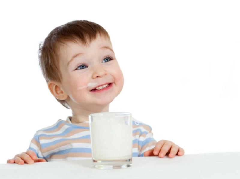 https: img.okeinfo.net content 2017 03 20 481 1647669 baik-mana-anak-anak-minum-susu-skim-atau-full-cream-jQCKyCGkqG.jpg