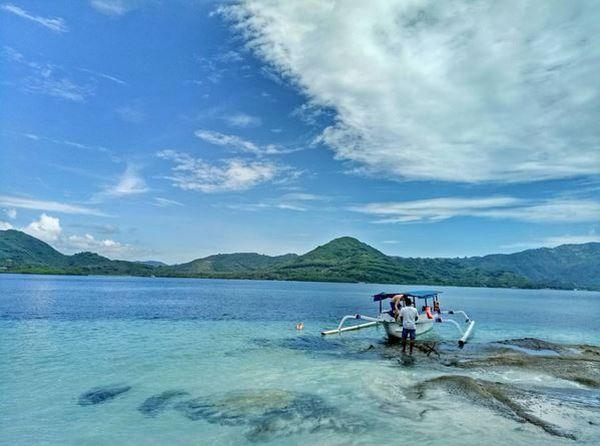 Lombok juga memiliki daya tarik sendiri untuk menarik para wisatawan agar mengunjunginya.