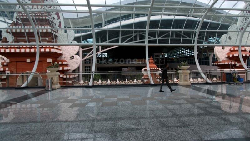 https: img.okeinfo.net content 2017 03 29 340 1653317 usai-nyepi-bandara-internasional-i-gusti-ngurah-rai-kembali-dibuka-yqcgs6TVfo.jpg