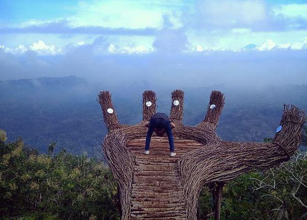 https: img.okeinfo.net content 2017 04 05 406 1659480 indahnya-panorama-pinus-pengger-di-yogyakarta-5xhDd9H0Aa.JPG