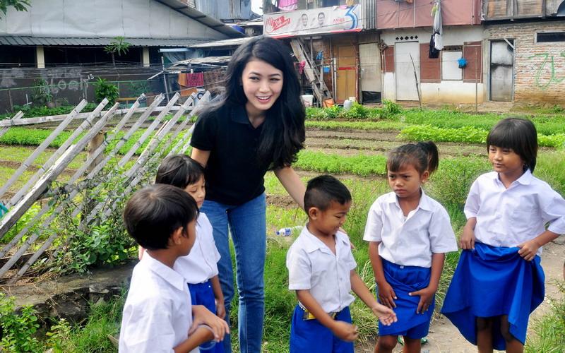https: img.okeinfo.net content 2017 04 06 194 1660641 natasha-mannuela-pendidikan-indonesia-harus-maju-ps6ylji63r.jpg