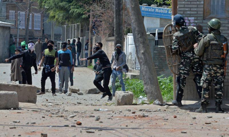 https: img.okeinfo.net content 2017 04 10 18 1663378 8-warga-kashmir-tewas-dalam-aksi-anti-pemilu-8W8mKMm3Ie.jpg
