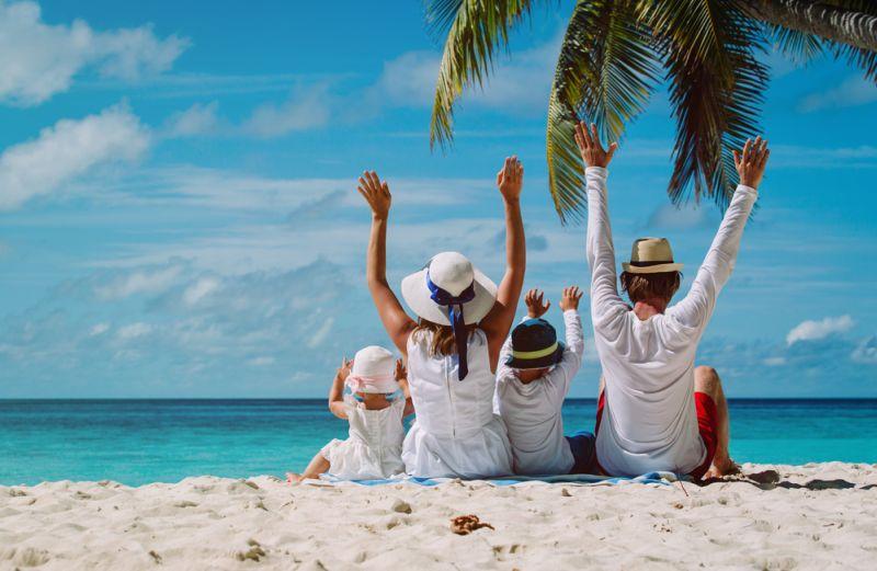 Hasil gambar untuk liburan bersama keluarga