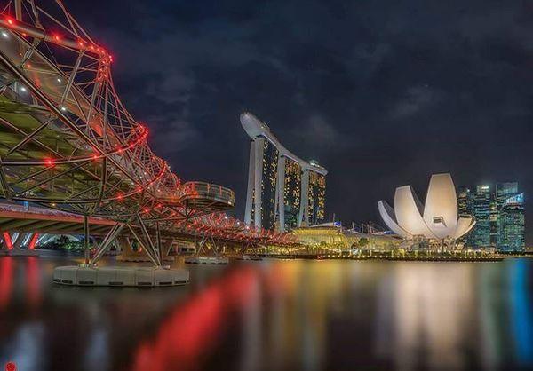 https: img.okeinfo.net content 2017 04 16 406 1668857 main-ke-singapura-coba-ke-jembatan-unik-berbentuk-dna-rTq2oD18jV.JPG