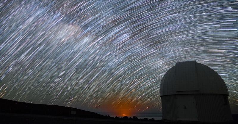 https: img.okeinfo.net content 2017 04 18 56 1670760 wah-pesona-langit-menakjubkan-di-hawaii-malam-hari-e0NZTmF14x.jpg
