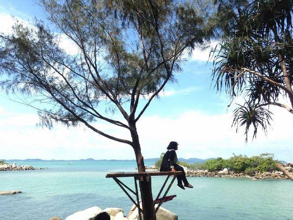 https: img.okeinfo.net content 2017 04 19 406 1671295 melihat-pesona-cantik-di-pantai-tanjung-kerasak-di-pulau-bangka-S5SjJsfAjf.JPG
