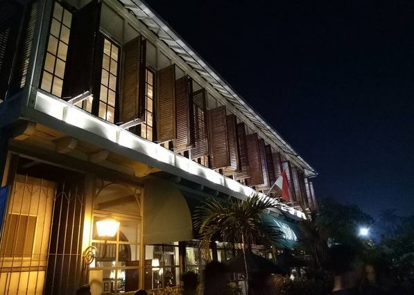 https img.okeinfo.net content 2017 04 19 406 1671373 setelah nyoblos nikmati bangunan bergaya kolonial sambil santap sore aotKg3qzot.JPG