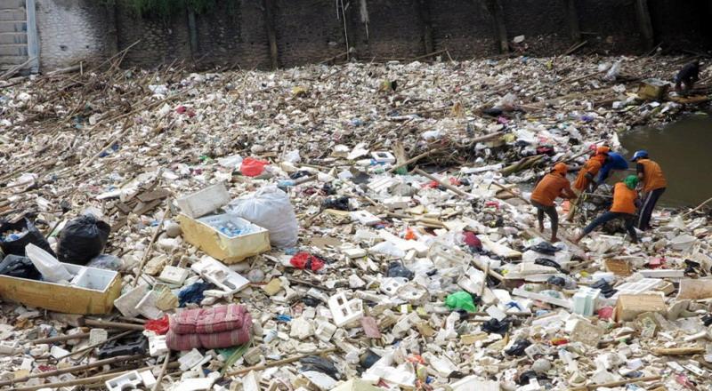 https: img.okeinfo.net content 2017 04 25 519 1675835 wow-pemkab-bangkalan-anggarkan-rp4-7-miliar-demi-kelola-sampah-gdaIDYMikl.jpg