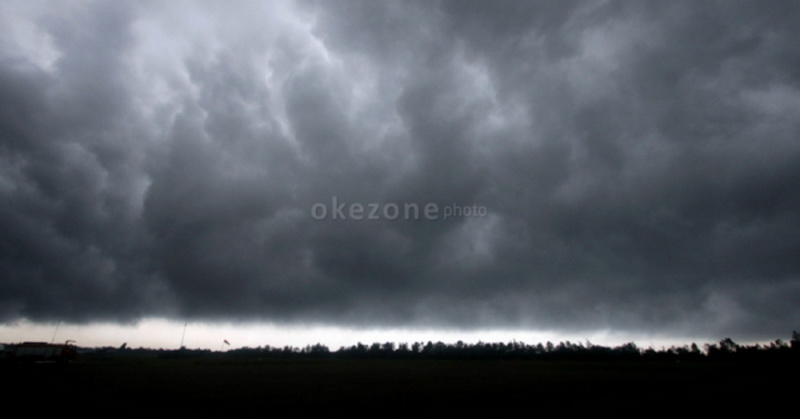 https: img.okeinfo.net content 2017 04 26 340 1676522 sering-diguyur-hujan-masyarakat-sumsel-diimbau-waspadai-banjir-dan-longsor-XmPT9poell.jpg