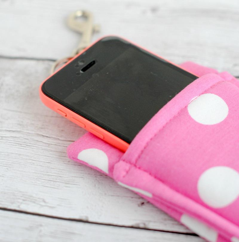 https img.okeinfo.net content 2017 05 13 196 1690079 yuk manfaatkan kain perca bikin case handphone cantik VH8AAYGOLc.jpg